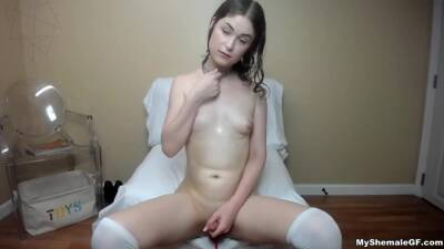 Super Cute Teenager Trap Playing - Teenager