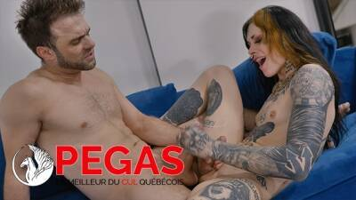 Pegas Productions - Petite Trans Tattouée Se Pogne un Bel Homme